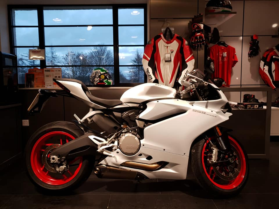 This 959 Panigale is an incredible ride...and made even more special with the Akrapovič underbelly exhausts! With only 883 miles and priced at £11995 this is truly an incredible package.  Call Ducati Peterborough or Cambridge for more information on this bike. #panigale #carbon #Akrapovič